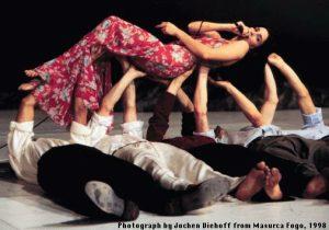 """""""מזורקה פוגו"""" (Masurca Fogo) / תיאטרון מחול וופרטל/ ביקורת מחול מאת רות אשל"""