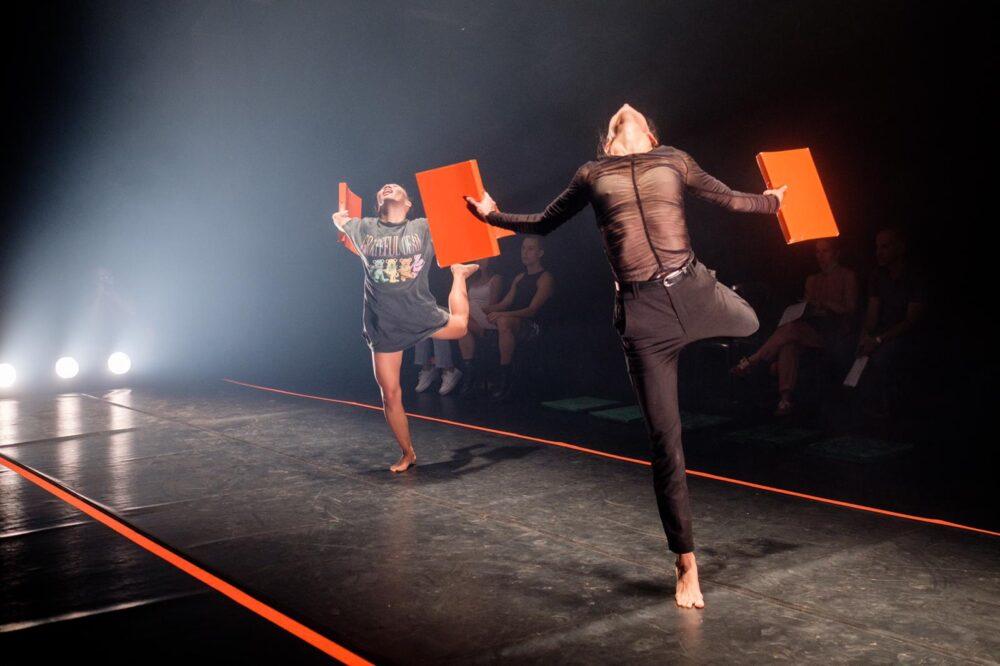 """אינטימדאנס 2021/ Re/Set/ ניהול אמנותי: ענת כ""""ץ וארז מעיין שלו/ עיצוב תאורה: אמיר קסטרו ורותם אלרואי/תיאטרון תמונע  6-9 לאוקטובר 2021."""